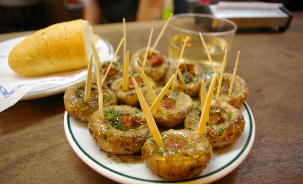 マドリードの定番バル マッシュルーム鉄板焼