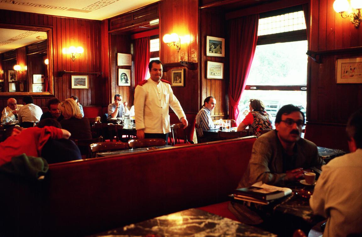 マドリード最古のカフェ カフェ・ヒホン