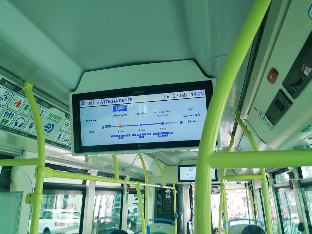 バス運行情報のディスプレイ