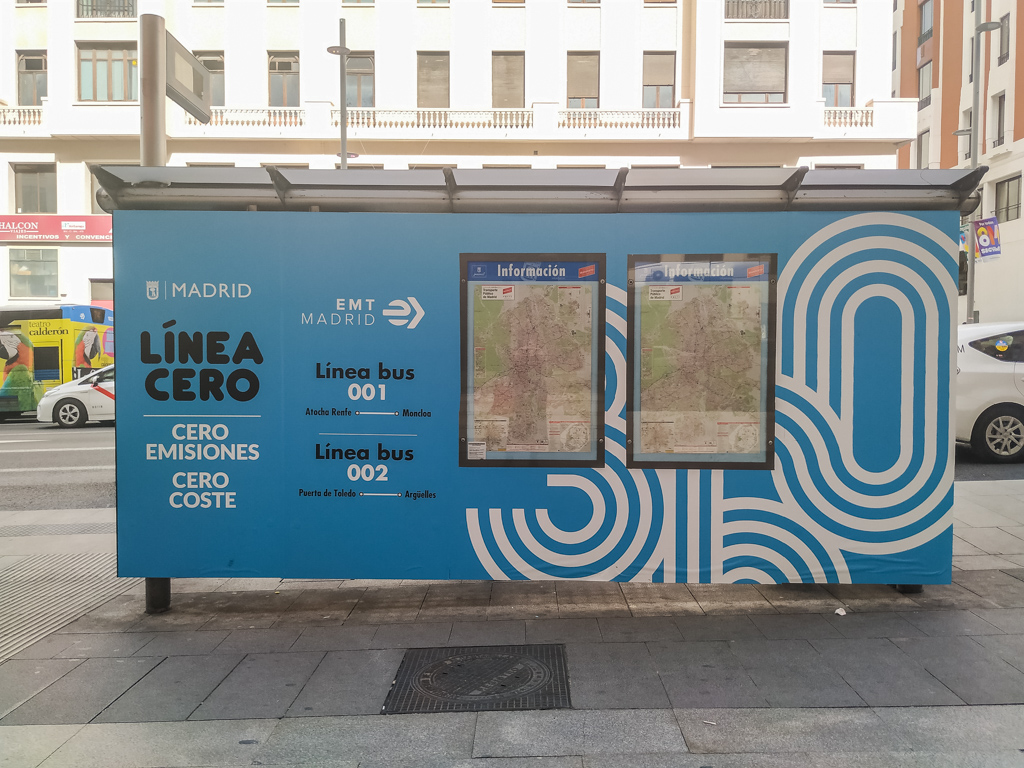 マドリードの001線のバス停
