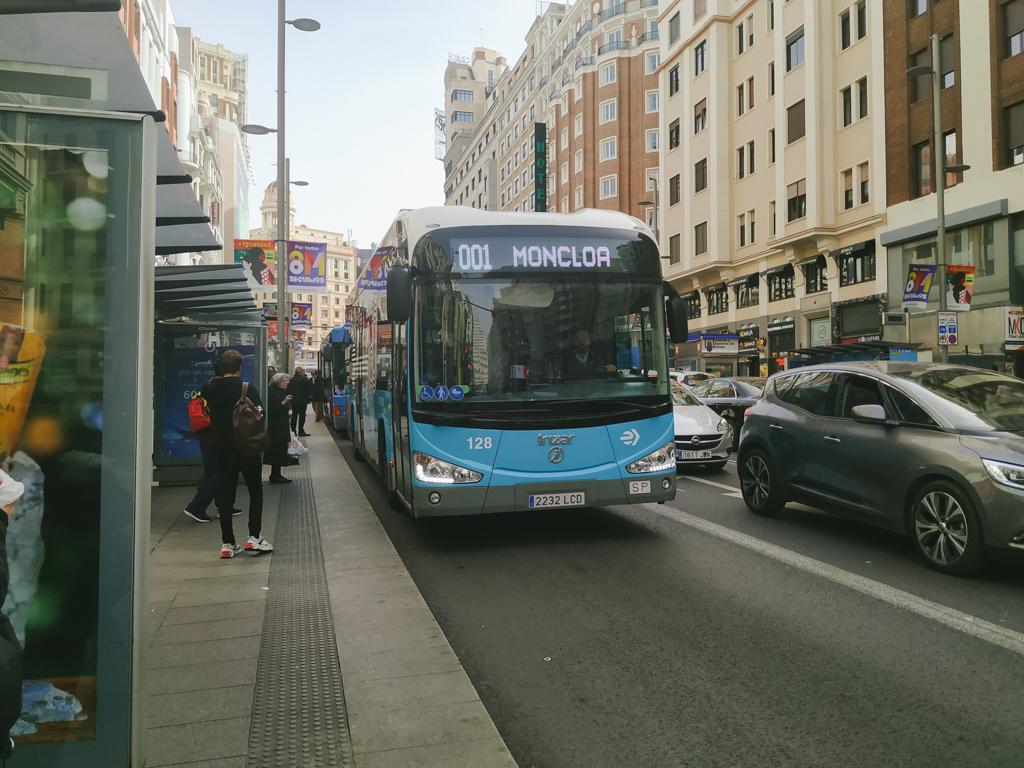 グランビアを走る001無料バス